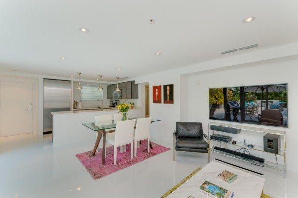 421-Meridian-Ave-Unit-4-Miami-large-011-12-Living-Room-1500x1000-72dpi-600x400
