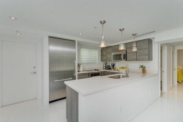 421-Meridian-Ave-Unit-4-Miami-large-012-20-Kitchen-1492x1000-72dpi-600x400