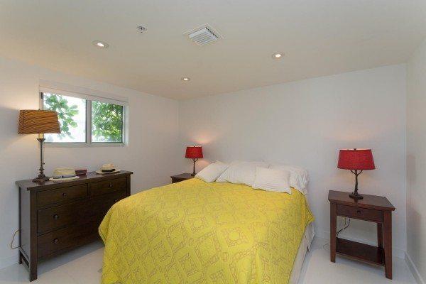 421-Meridian-Ave-Unit-4-Miami-large-014-9-Bedroom-1500x1000-72dpi-600x400