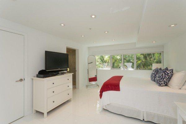 421-Meridian-Ave-Unit-4-Miami-large-016-15-Master-Bedroom-1500x1000-72dpi-600x400