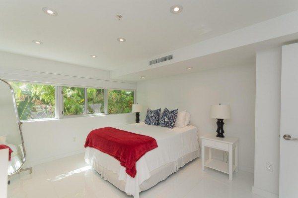 421-Meridian-Ave-Unit-4-Miami-large-017-6-Master-Bedroom-1478x1000-72dpi-600x400