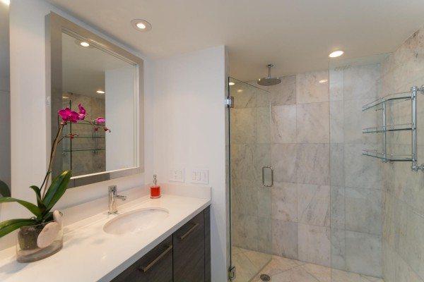 421-Meridian-Ave-Unit-4-Miami-large-018-17-Master-Bath-1500x1000-72dpi-600x400
