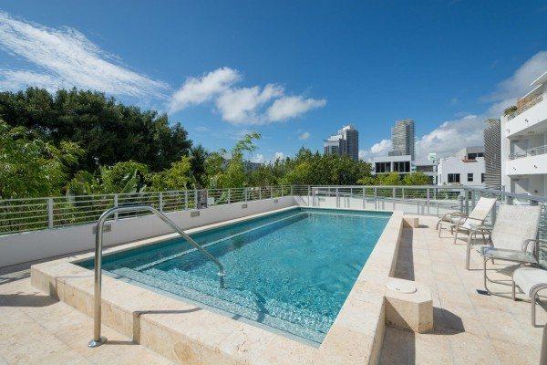 421-Meridian-Ave-Unit-4-Miami-large-020-16-Pool-1500x1000-72dpi-600x400