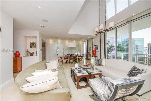 A Second Home in Miami, Should I Buy a Condo or a Home?